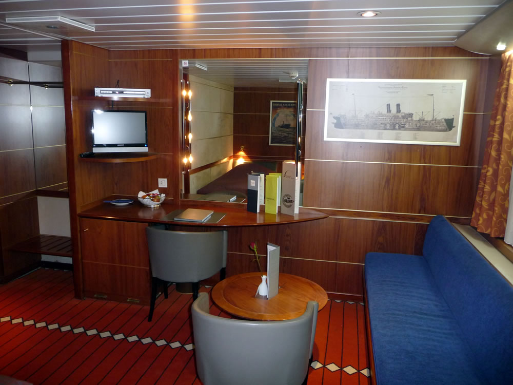Commodore De Luxe Cabin on King Seaways