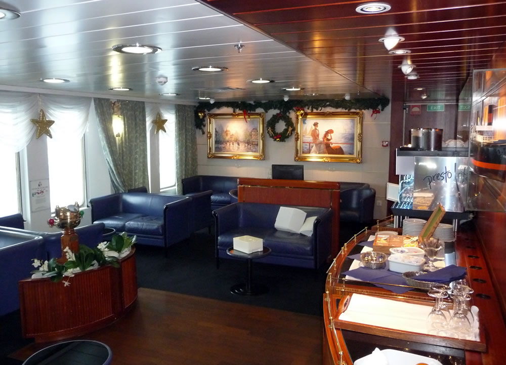 Commodore De Luxe Lounge on King Seaways
